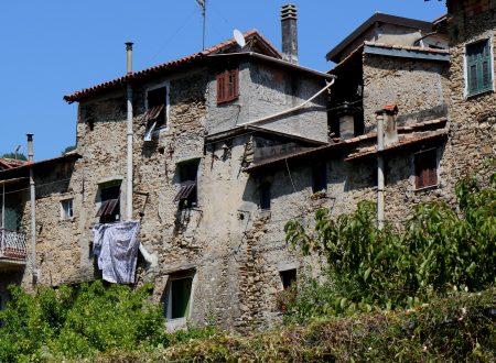 Vallecrosia (IM) – il centro storico visto da Via XXV Aprile