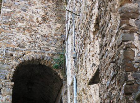 Castelvittorio (IM): Porta di Santa Caterina